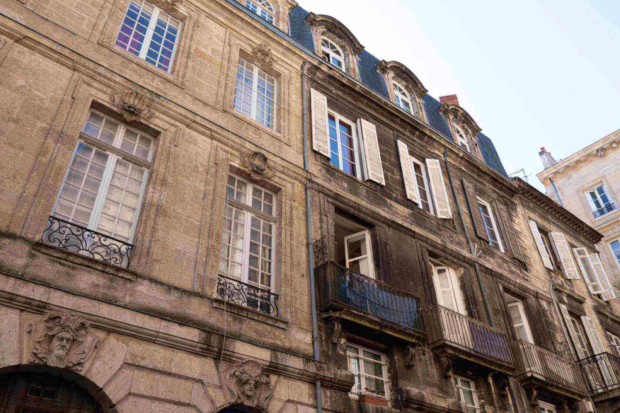 cleaning plaster facades